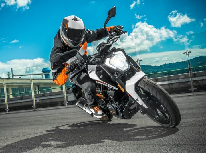 2017-KTM-Duke-250-Official-Images