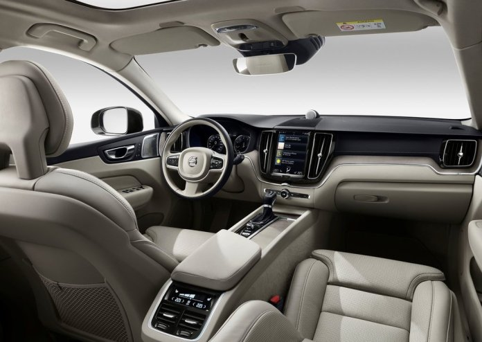 2018-volvo-xc60-official-images-interior