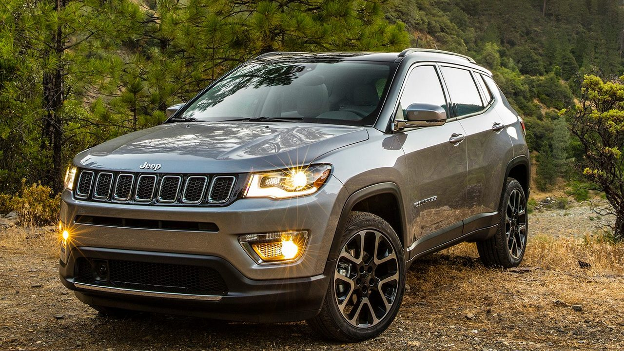 Jeep Compass Vs Jeep Cherokee >> Jeep Compass vs Jeep Renegade | Price, Specifications, Mileage Comparison