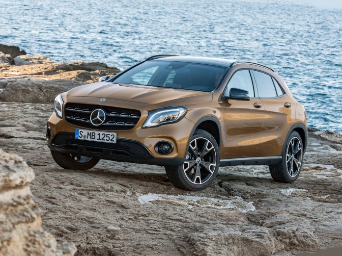 2017-mercedes-gla-facelift-india-images-front-angle
